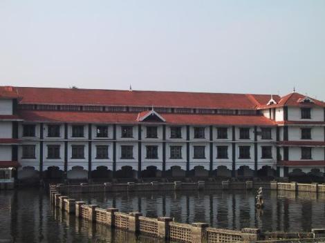 Guruvayur_temple_pond